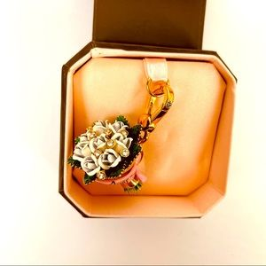 NEW Juicy Couture Prom Queen Rose Bouquet charm!